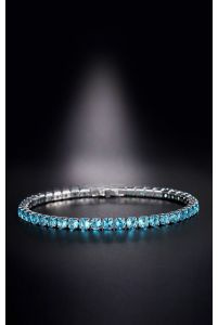 Нежный голубой браслет с камушками фото