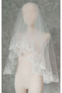 Свадебная фата с вышитым краем фото