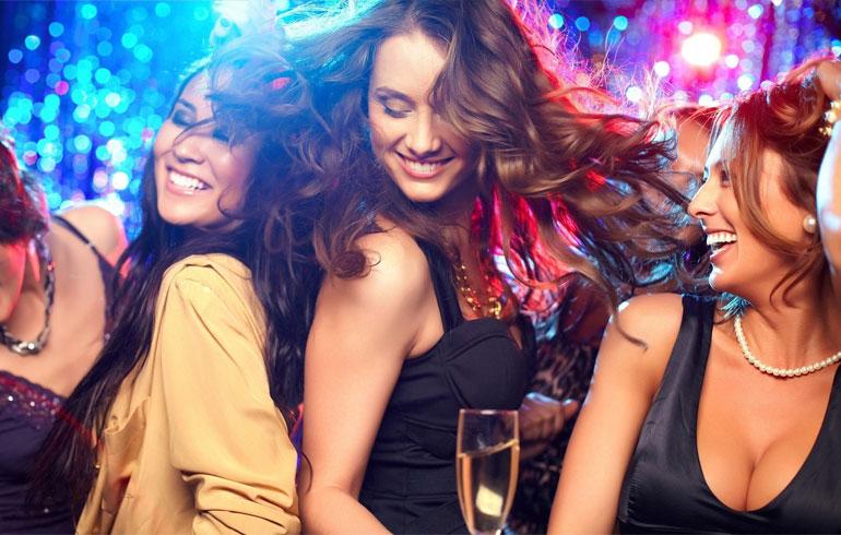 Какие новогодние платья купить? Советуют мужчины