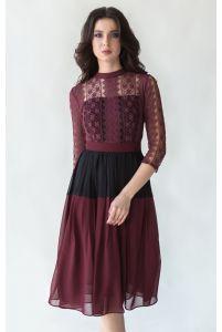 Стильное коктейльное платье с кружевом марсала фото
