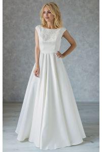 Атласное свадебное платье с вышитой горловиной фото