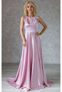 Длинное шелковое пудровое вечернее платье фото