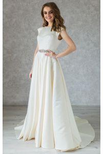 Классическое атласное свадебное платье с камнями фото