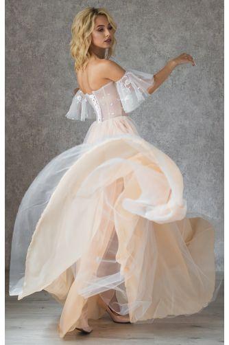 Корсетное свадебное платье со спущенным рукавчиком в Киеве - Фото 3