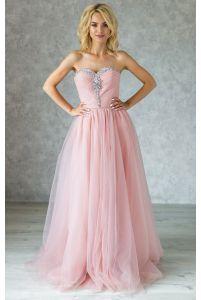 Нежное вечернее пудровое платье с камнями фото