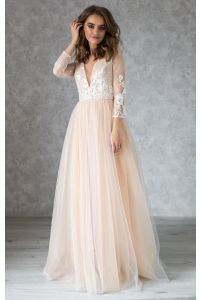Нюдовое свадебное платье с кружевом айвори и рукавом фото