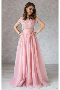 Пудровый кружевной топ и воздушная юбка из сетки фото