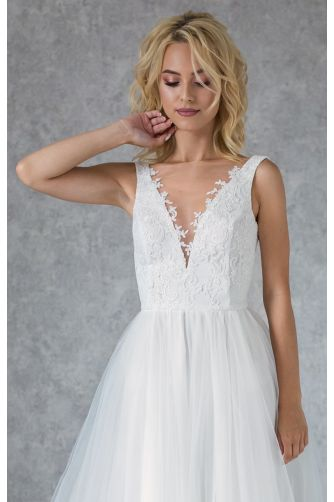 Свадебное платье с кружевным лифом и жемчужными пуговками в Киеве - Фото 3