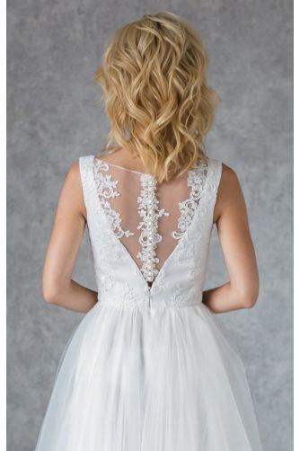 Свадебное платье с кружевным лифом и жемчужными пуговками в Киеве - Фото 5