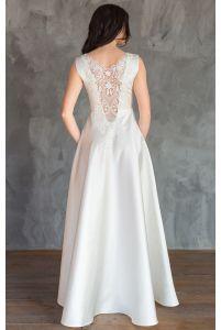 Атласное свадебное платье с кружевной спиной фото