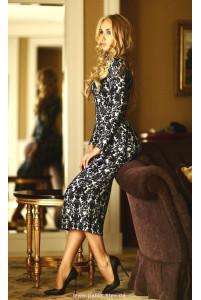 Трикотажное платье ниже колена фото