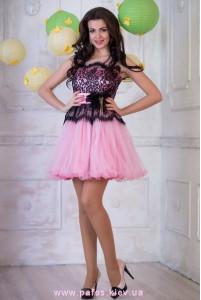 Нежно розовое короткое платье фото