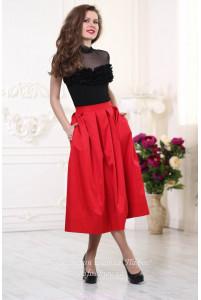 Красная юбка ниже колена фото