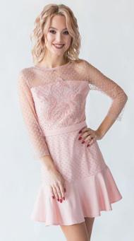 Фото пудрового коктейльного платья на свидание выше колен
