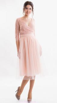 Фото пудрового коктейльного платья на свадьбу